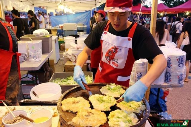 Những món ăn châu Á phổ biến ở chợ đêm Night It Up!