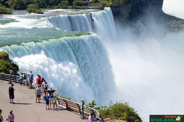 Niagara là một trong những thác nước nổi tiếng nhất trên thế giới