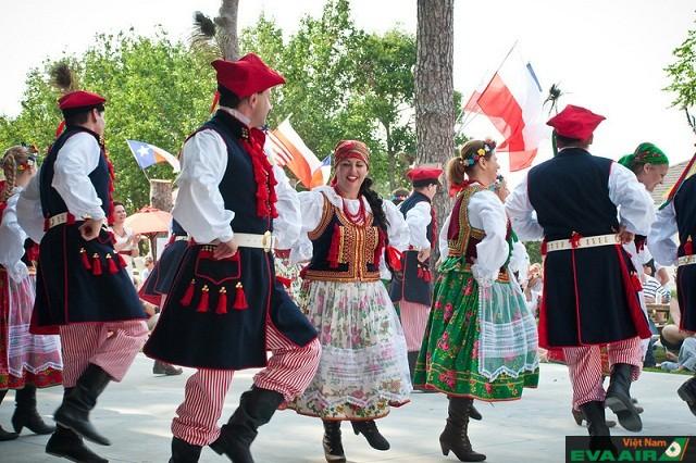 Lễ hội 50 di sản Slavic có nhiều màn khiêu vũ truyền thống độc đáo