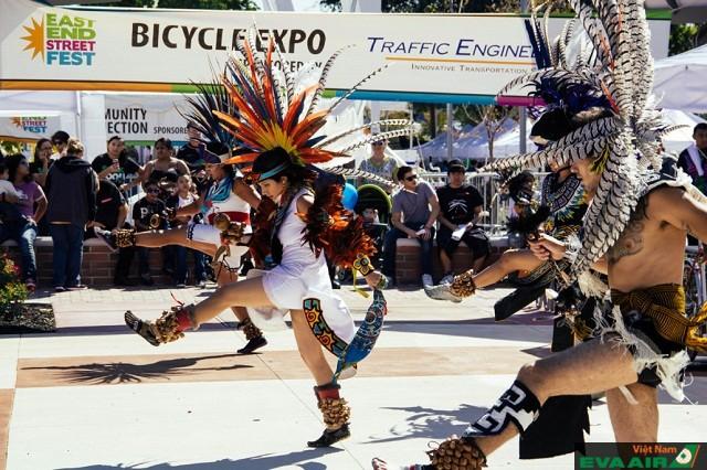 Lễ hội East End Street Fest thu hút nhiều ban nhạc tài năng đến trình diễn