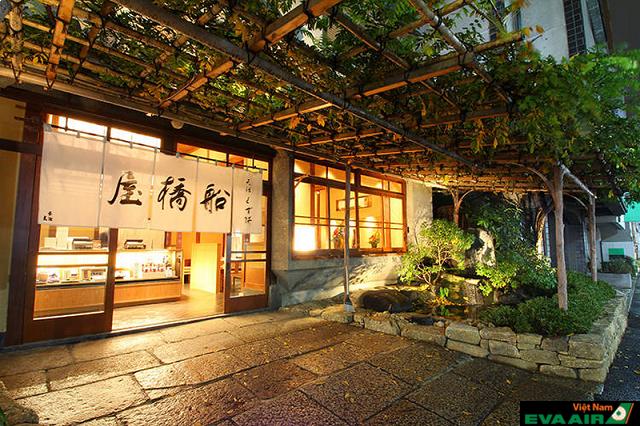 Cửa hàng bánh Funabashiya đã có lịch sử hơn 210 năm