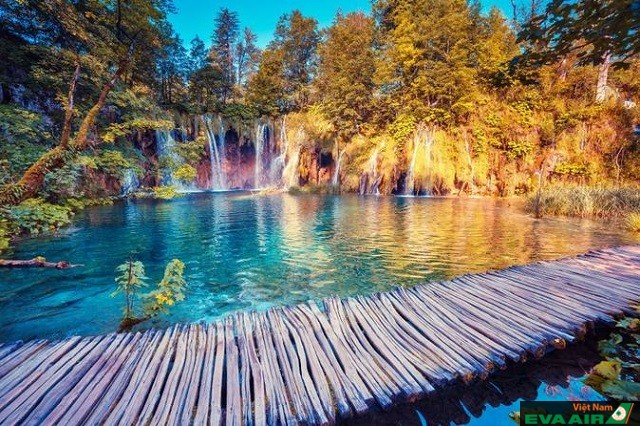 Nằm ở vườn quốc gia Plitvice Lakes, hồ Plitvice là điểm đến được nhiều du khách ghé qua