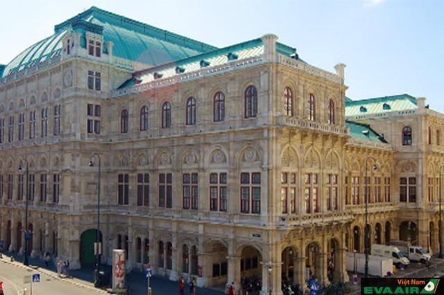Nhà hát Opera quốc gia Vienna, nhà hát lớn đầu tiên ở Vienna