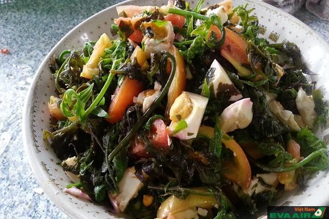 Salad dương xỉ là món ngon lạ mắt mà du khách nên thử khi đến Đài Bắc
