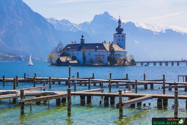 Schloss Ort- công trình kiến trúc nằm giữa hồ Traun ở thị trấn Gmunden
