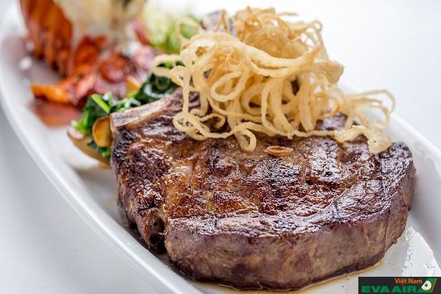 Món bò bít tết ở Miller's East Coast Deli luôn mang hương vị ngon đến khó cưỡng