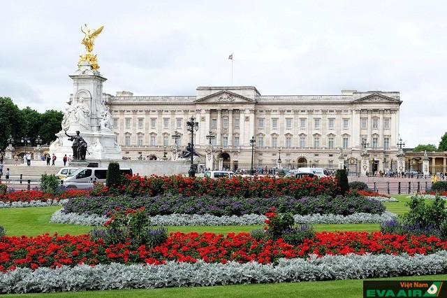 Buckingham Palace nơi diễn ra những phiên đổi gác, tổ chức các buổi lế lớn