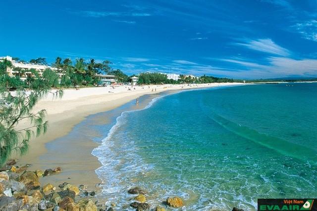 Main nơi cho bạn thỏa sức vui đùa với bãi cát thạch anh ngời sáng lấp lánh, những cồn cát độc đáo