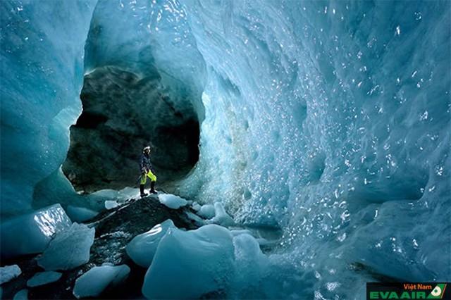 Hang động băng trên đảo Greeland