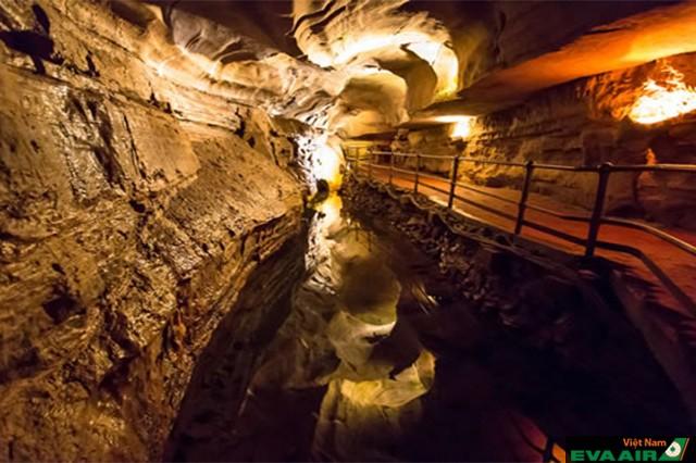 Hang động Hove Caverns huyền bí