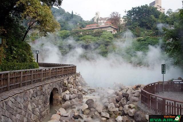 Jhihben vẫn còn lưu giữ các bể tắm ngoài trời với kiến trúc Nhật Bản