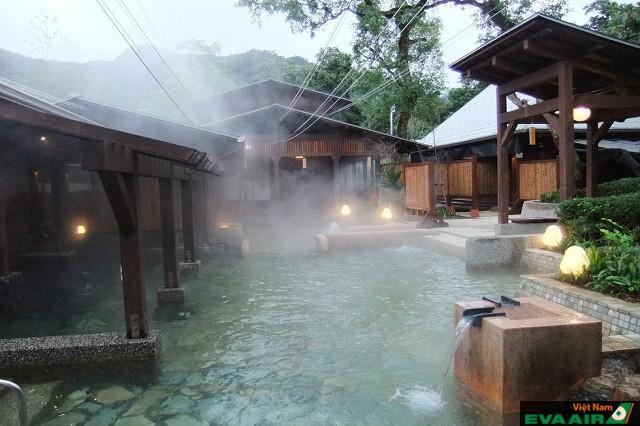 Lushan có dòng suối nước nóng chứa kiềm sodium carbonate lớn nhất Đài Loan