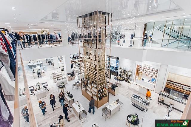 Saks Fifth Avenue – trung tâm mua sắm nổi bật ở đường Queen