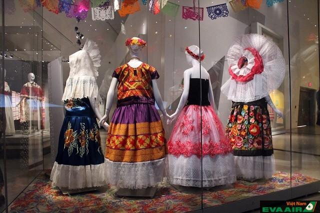 Bạn sẽ tìm thấy nhiều sản phẩm dệt may từ các nước trên thế giới ở bảo tàng dệt may Canada