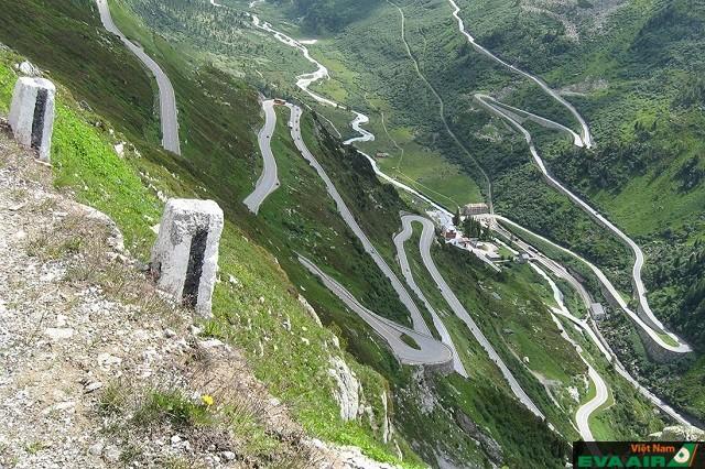 Dốc và uốn lượn, đường North Yungas, Bolivia là con đường của cái chết