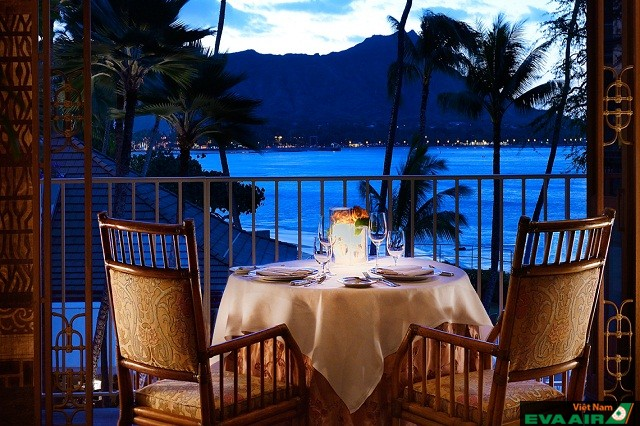 Holland House Bar & Refuge là địa chỉ lý tưởng để bạn ngắm hoàng hôn của biển