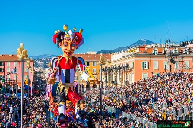 Khung cảnh diễn ra lễ hội Nice Carnival ở thành phố Nice