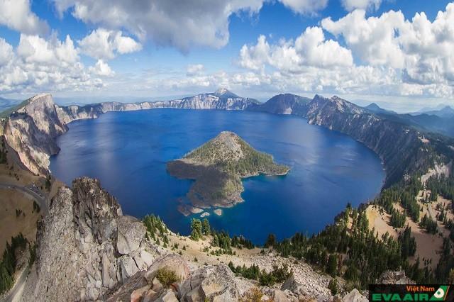 Hồ Crater được xem là một trong những hồ nước trong và sạch nhất thế giới