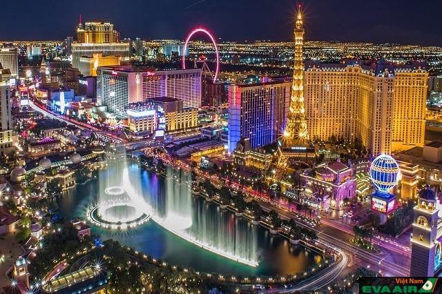Las Vegas với ánh đèn dập dìu, không thiếu bất kỳ hoạt động nào khi màn đêm buông xuông