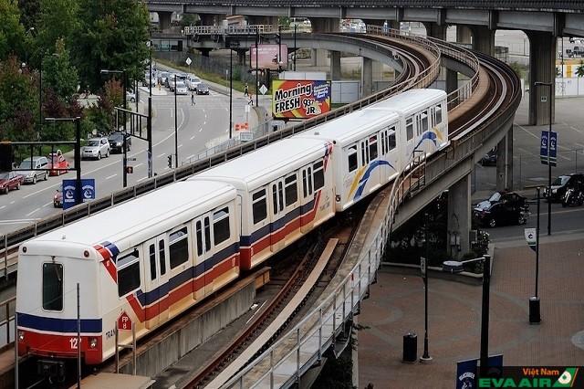Tàu điện Skytrain là một trong những phương tiện di chuyển hữu dụng nhất ở Vancouver
