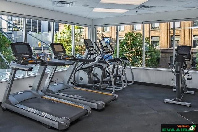 Phòng tập gym được trang bị đầy đủ các thiết bị thể dục hiện đại
