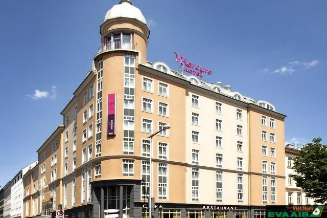 Hotel Mercure Vienna Westbahnhof có rất nhiều phòng, cung cấp dịch vụ liên tục 24 giờ